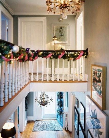 Best Christmas Decorations That Turn Your Staircase Into A Fairy Tale 31