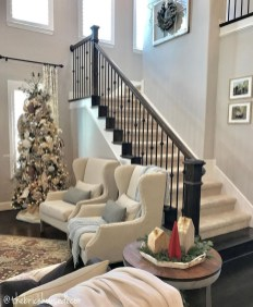 Best Christmas Decorations That Turn Your Staircase Into A Fairy Tale 35