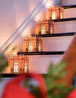 Best Christmas Decorations That Turn Your Staircase Into A Fairy Tale 46