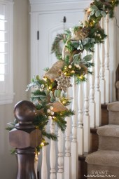 Best Christmas Decorations That Turn Your Staircase Into A Fairy Tale 53