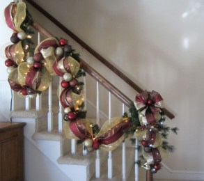 Best Christmas Decorations That Turn Your Staircase Into A Fairy Tale 58