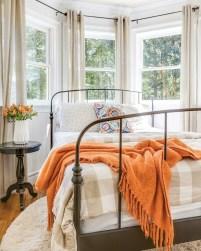 Cozy Fall Bedroom Decoration Ideas 20