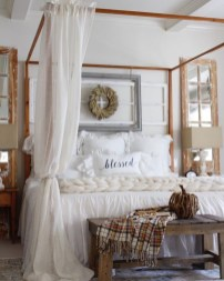 Cozy Fall Bedroom Decoration Ideas 38