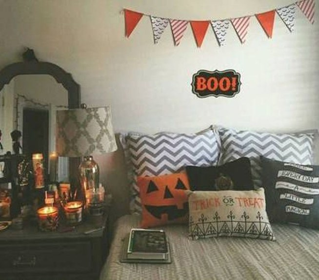 Cozy Fall Bedroom Decoration Ideas 53