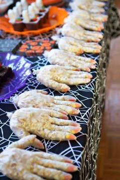 Creepy Decorations Ideas For A Frightening Halloween Party 09