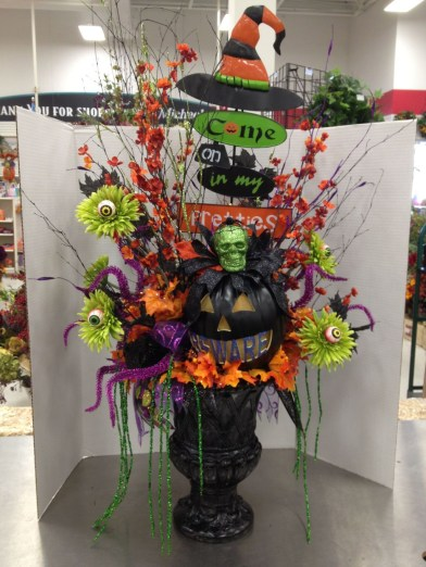 Elegant Outdoor Halloween Decoration Ideas 05