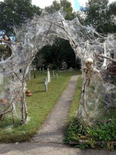 Elegant Outdoor Halloween Decoration Ideas 06