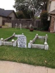 Elegant Outdoor Halloween Decoration Ideas 11