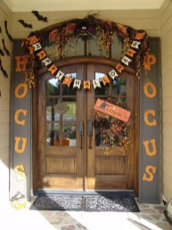 Elegant Outdoor Halloween Decoration Ideas 12
