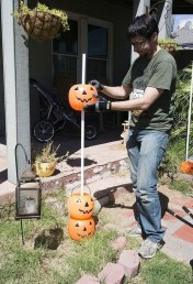 Elegant Outdoor Halloween Decoration Ideas 14