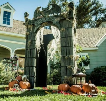 Elegant Outdoor Halloween Decoration Ideas 17