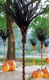 Elegant Outdoor Halloween Decoration Ideas 50