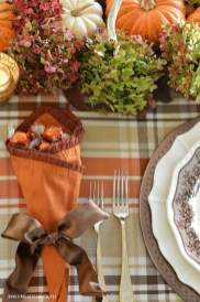 Simple Fall Table Decoration Ideas 01