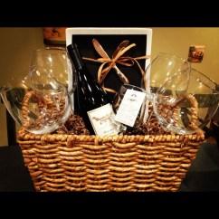 Stylish DIY Wine Gift Baskets Ideas 05
