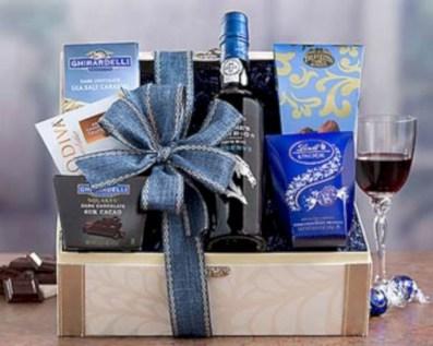 Stylish DIY Wine Gift Baskets Ideas 15
