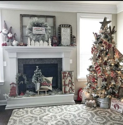 Awesome Fireplace Christmas Decoration To Makes Your Home Keep Warm 33