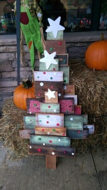 Cool Wood Christmas Decoration You Will Love 33