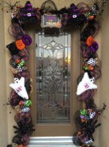 Creative Thanksgiving Front Door Decoration Ideas 01