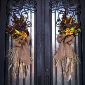 Creative Thanksgiving Front Door Decoration Ideas 03