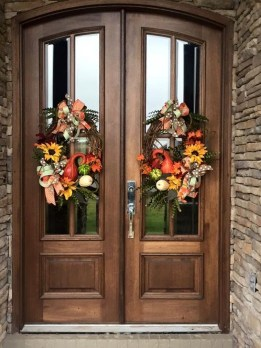 Creative Thanksgiving Front Door Decoration Ideas 25