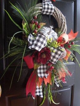 Creative Thanksgiving Front Door Decoration Ideas 35