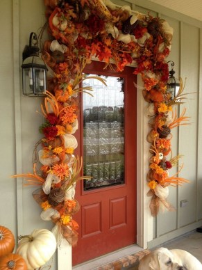 Creative Thanksgiving Front Door Decoration Ideas 44