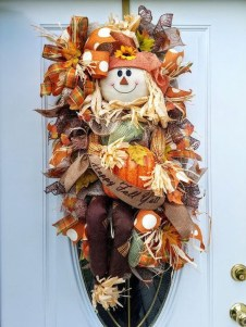 Creative Thanksgiving Front Door Decoration Ideas 48