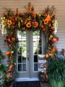 Creative Thanksgiving Front Door Decoration Ideas 49