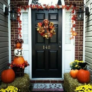 Creative Thanksgiving Front Door Decoration Ideas 52
