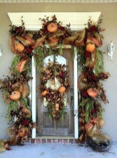 Creative Thanksgiving Front Door Decoration Ideas 53