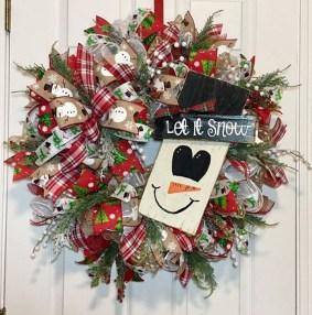 Easy DIY Outdoor Winter Wreath For Your Door 04