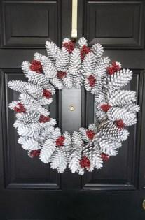 Easy DIY Outdoor Winter Wreath For Your Door 29