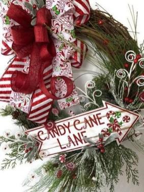 Easy DIY Outdoor Winter Wreath For Your Door 34