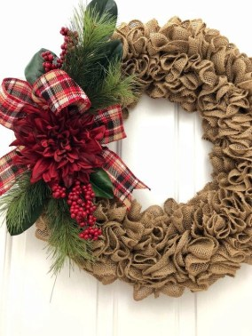 Easy DIY Outdoor Winter Wreath For Your Door 35