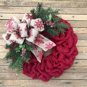 Easy DIY Outdoor Winter Wreath For Your Door 41