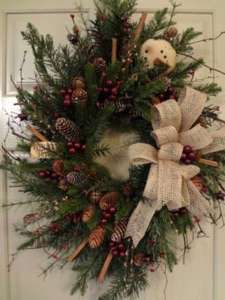 Easy DIY Outdoor Winter Wreath For Your Door 44