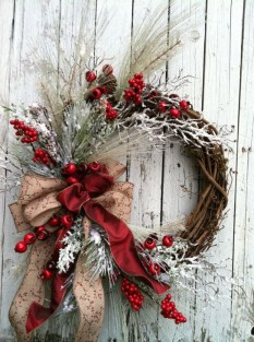 Easy DIY Outdoor Winter Wreath For Your Door 50