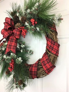 Easy DIY Outdoor Winter Wreath For Your Door 53