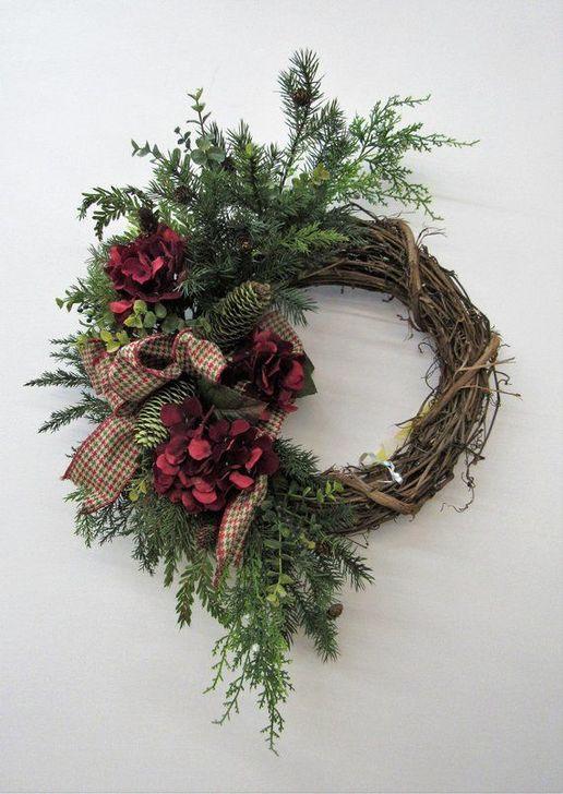 Easy DIY Outdoor Winter Wreath For Your Door 55