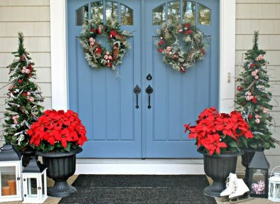 Joyful Front Porch Christmas Decoration Ideas 31