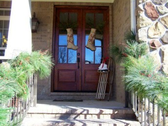 Joyful Front Porch Christmas Decoration Ideas 36