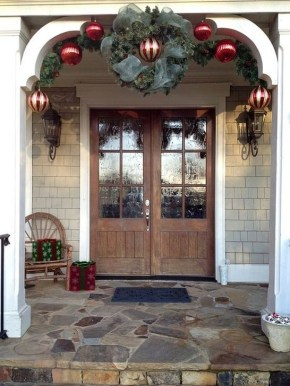 Joyful Front Porch Christmas Decoration Ideas 38
