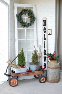 Joyful Front Porch Christmas Decoration Ideas 39