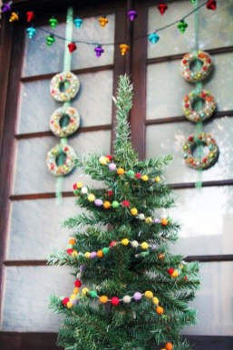 Joyful Front Porch Christmas Decoration Ideas 40