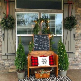 Joyful Front Porch Christmas Decoration Ideas 45