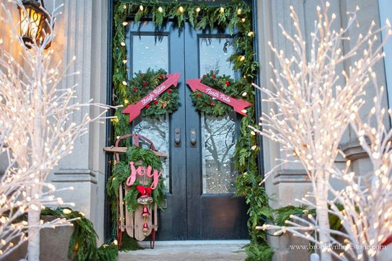 Joyful Front Porch Christmas Decoration Ideas 55