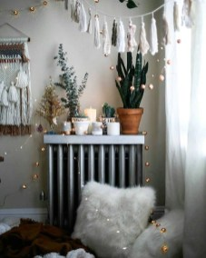 Simple And Easy DIY Winter Decor Ideas For Your Apartment 21