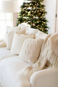 Simple And Easy DIY Winter Decor Ideas For Your Apartment 39