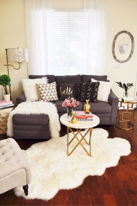 Simple And Easy DIY Winter Decor Ideas For Your Apartment 43