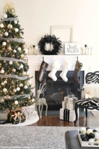 Totally Inspiring Black And Gold Christmas Decoration Ideas17